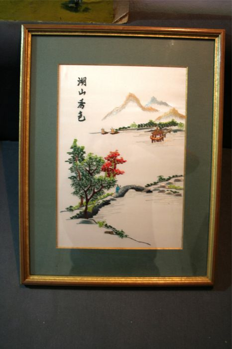 Embroidery on silk signed - Japan - middle/late 20th century