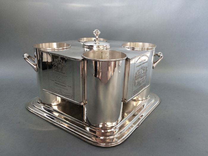 Luxurious Silver Plated wine cooler with ice-compartment in the middle - fits 4 bottles