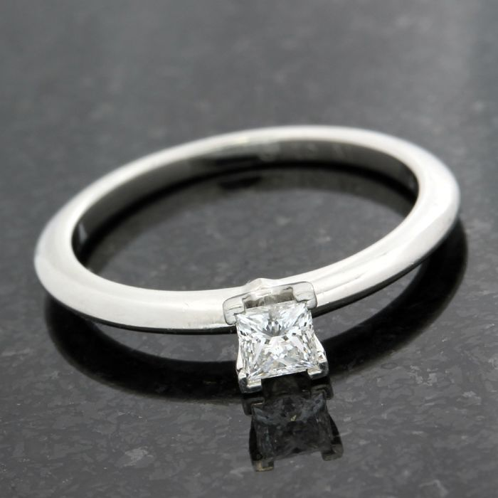 Tiffany & Co. Platinum 0.21ct Princess Cut Diamond Engagement Ring; Size: 5
