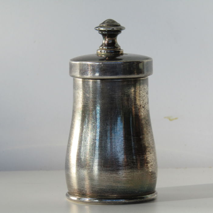 Pepper grinder in silver 800 by Calderoni, Milan (Italy)