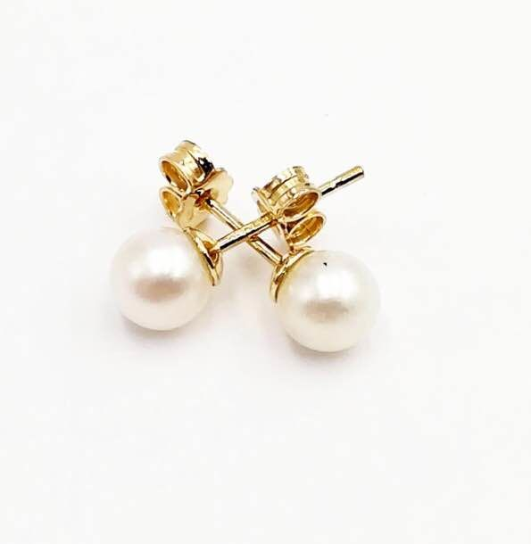 18 kt yellow gold, Akoya pearl measuring 6 mm - Earrings