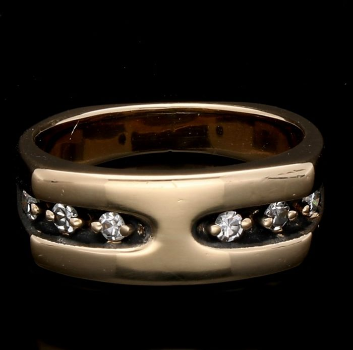14 kt yellow gold ring with diamond of approx. 0.12 ct in total - Ring size 15.75 mm