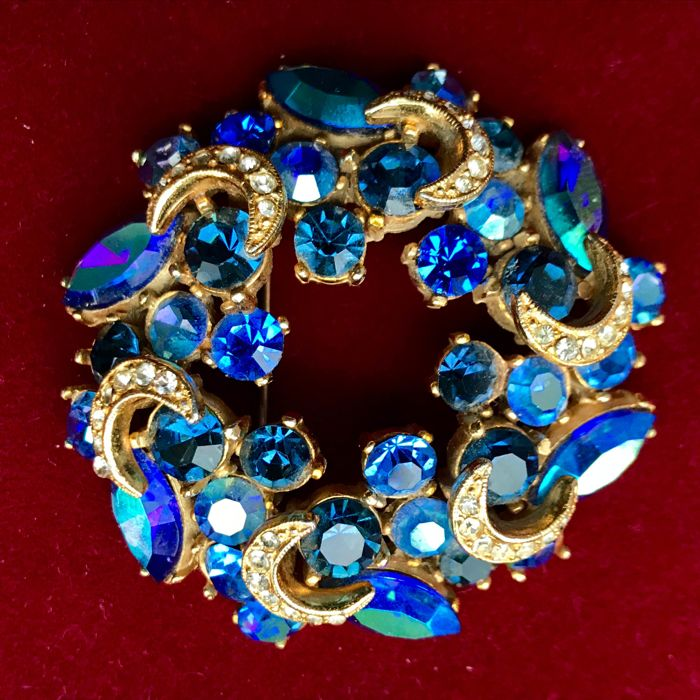 Signed SPHINX, Sparkly, Stunningly Ornate, Wreath, Large Brooch - 1950's