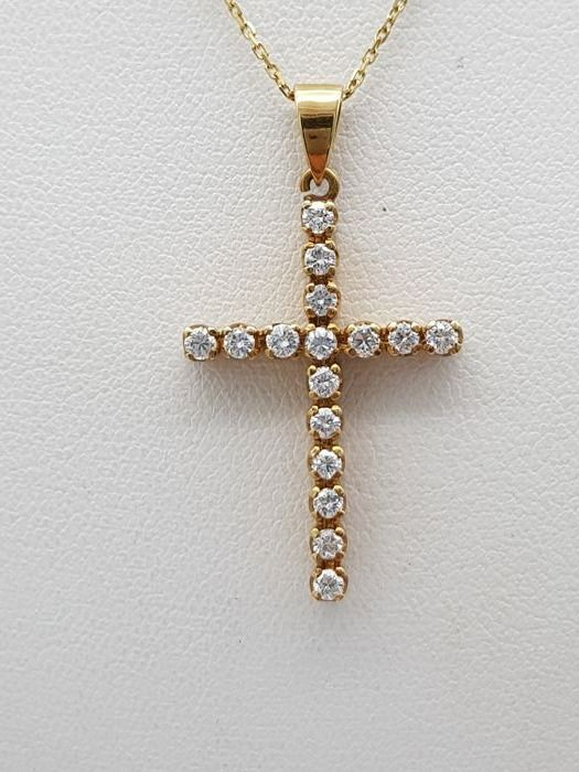 Chain with cross in 18 kt gold with brilliant cut diamonds for a total of approx. 0.80 ct F-G colour VVS - dimensions of pendant 3 cm x 2 cm