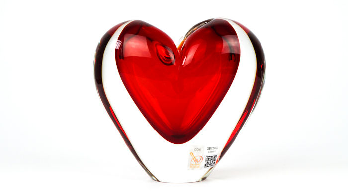 Michele Onesto (Murano) - Sommerso red heart vase