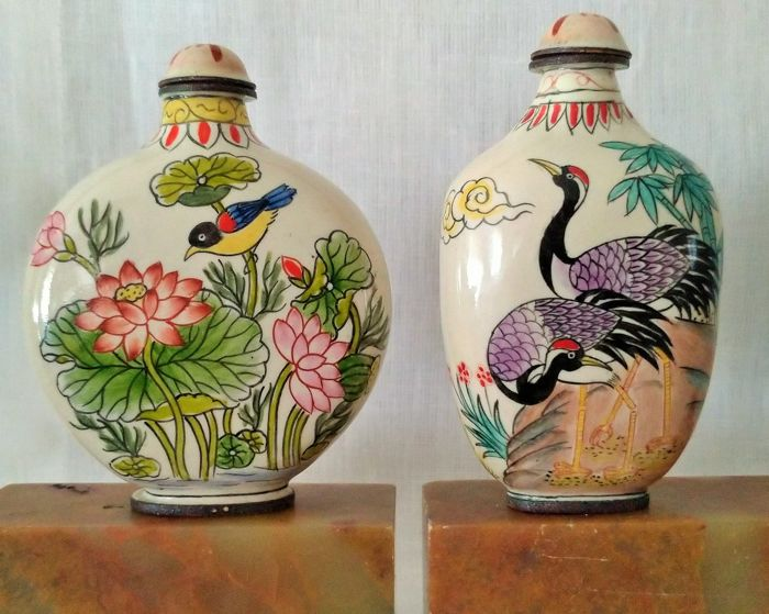 Collection of 2 snuff bottles - Porcelain - Qing Dynasty