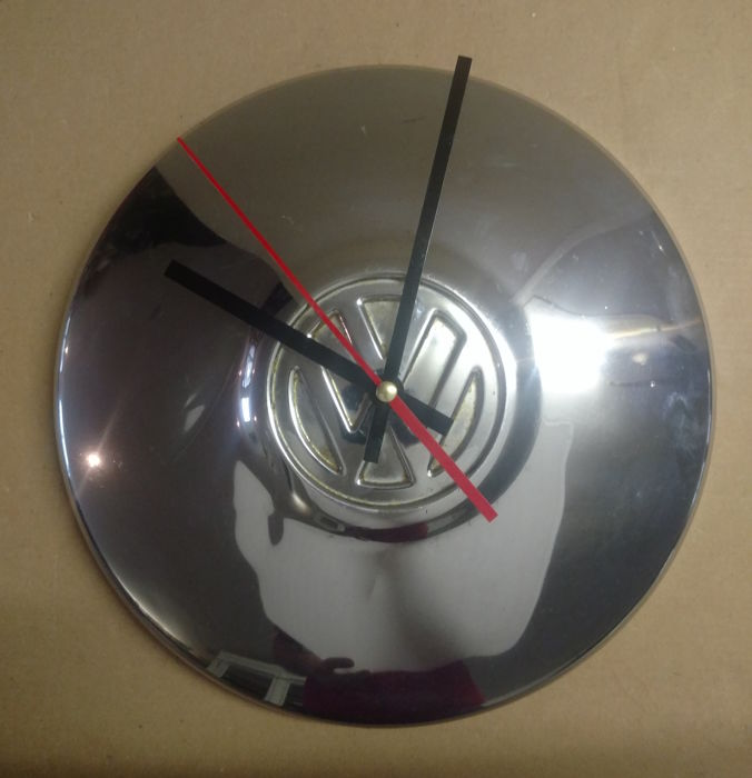 Decorative object - Clock made of a Volkswagen hubcap - 1970