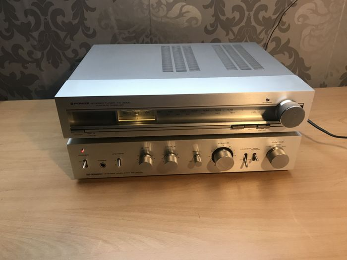 Pioneer SA-3000 stereo amplifier and Pioneer tuner TX-3000