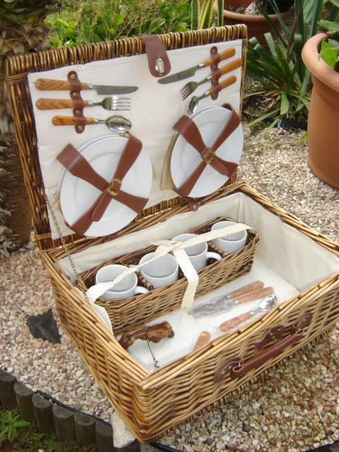 Decorative item - PICNIC BASKET for CAR - 2000 (1 item)