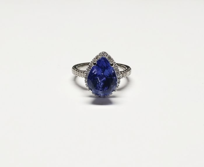 18K New Ladies Ring with Tanzanite and Diamonds total 7.21 ct