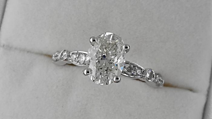 2.33 carat TCW treated Diamond Solitaire with Accents Engagement Ring in Solid White Gold 14K