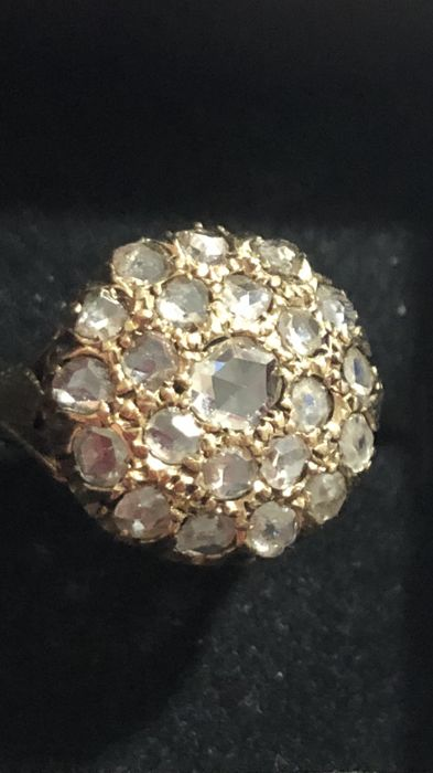 Stunning 18 kt gold ring with rose cut diamonds totalling 1.72 ct