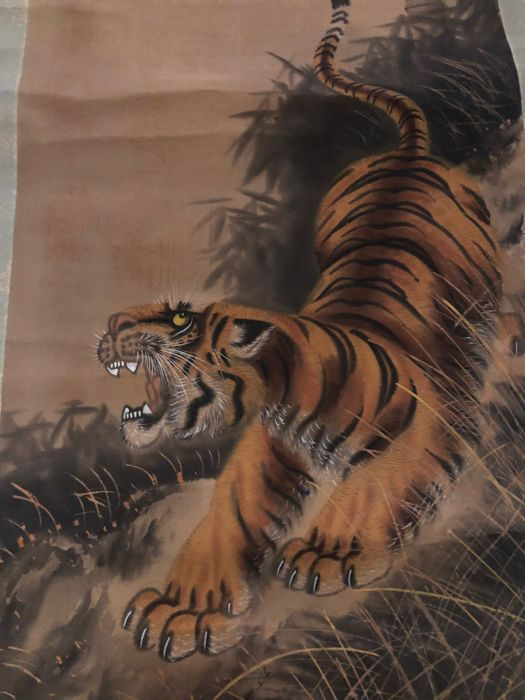 Scroll hand-painted on silk by Takahashi Suikoku 高橋翠谷 (?-?) With artist's signature and seal - Ferocious tiger - Japan Circa 1940-50