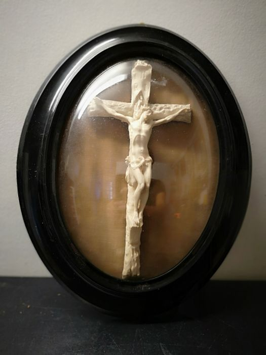 Christ in a Napoleon III wooden frame with curved glass