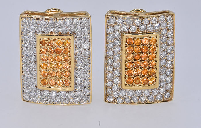 3.29 Ct Sapphires with Diamonds earrings. 14kt gold, size 23.1x17.2 mm. No reserve price.