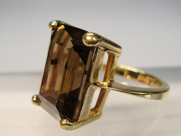 Art Deco ring with octagonal faceted brown topaz of 7 5 ct
