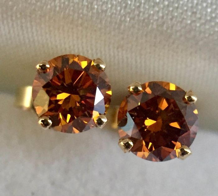 Amazing Diamonds stud Earrings! 1.05ct total Diamonds weight.