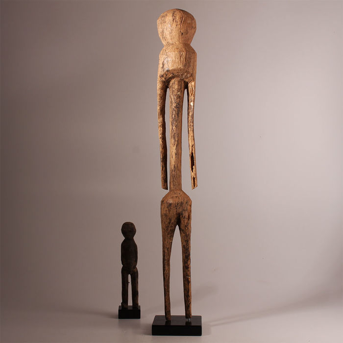 Old Tchitchiri Moba Statue - With patina on a wooden base - North Togo