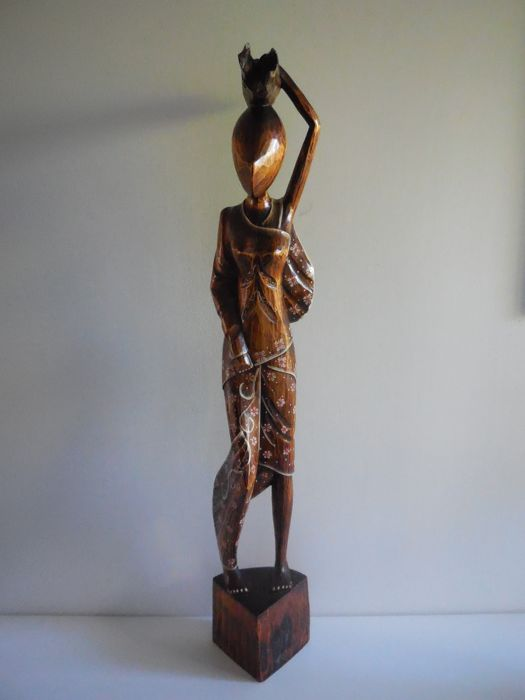 Large African wooden figurine of a woman of 82 cm