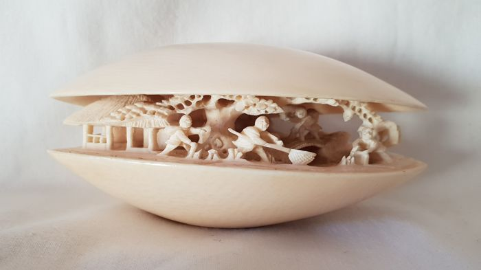 Okimono in ivory - 'The Dream of the Shell' - Japan - early 20th century (Meiji period)