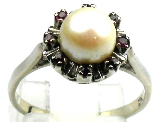 Ruby pearl ring, solid 585/14 kt white gold pearls, size 53/16.8 mm