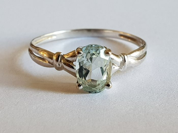 Women's 18 kt (750) white gold ring set with an aquamarine; size: 54