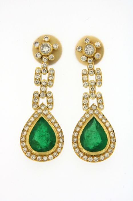 Handmade earrings in 18 kt (750/1000) yellow gold, 12 g - set with 5.2 ct of natural emeralds and 2.32 ct of diamonds - Length: 3.7 cm