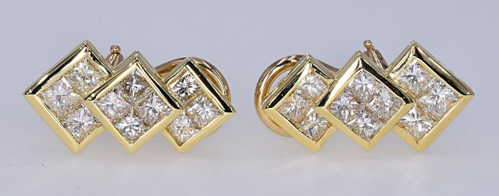 2.53 Ct Diamond earrings. 14kt gold, size 18.1x9.6mm. No reserve price.