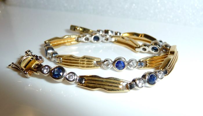 Bracelet in solid 18 kt / 750 gold, 16 diamonds/brilliant cut approx. 0.90 ct + 0.80 ct sapphire