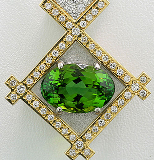 Exclusive tourmaline diamond pendant, 5.60 ct with necklace, 900/850 platinum and 750 yellow gold ---NO reserve----