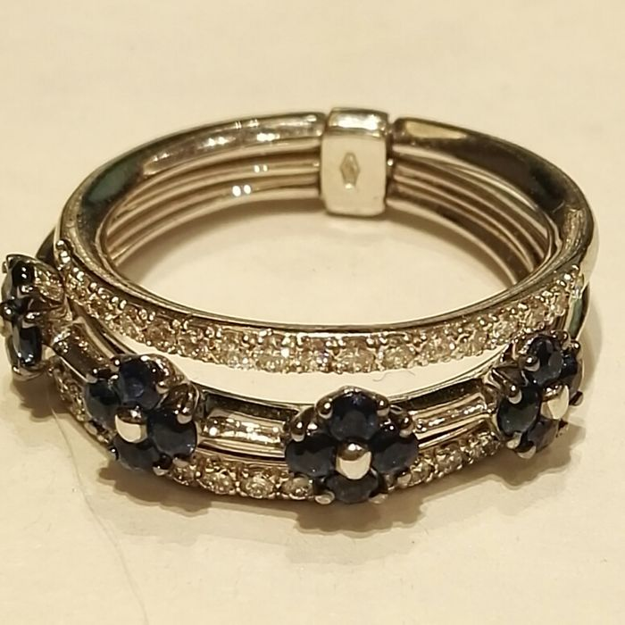 18 kt white gold ring with round cut sapphires, total weight 0.58 ct and diamonds, colour H, clarity VS, total weight 0.34 ct, brilliant cut