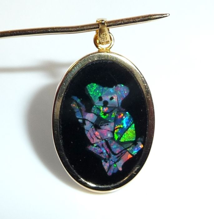 Pendant medallion in 14 KT / 585 panda made of opal-mosaic inlay in black onyx
