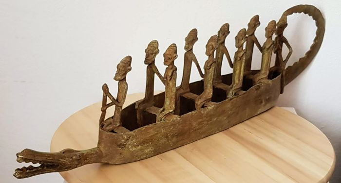 Large pirogue in bronze with 10 figures - DOGON - from Mali