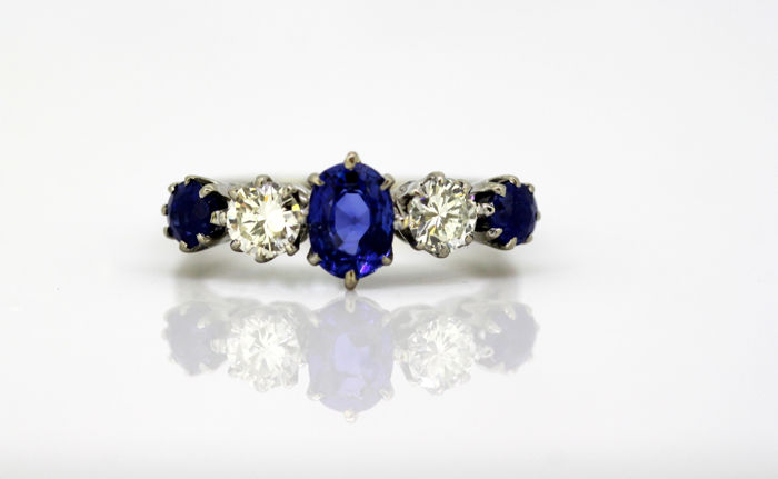 18k white gold ladies ring with diamonds and blue sapphires, circa 1970's