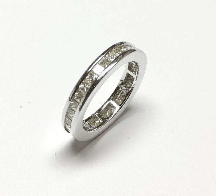 An 18k Certified Diamond Ring with 2.81 cts total