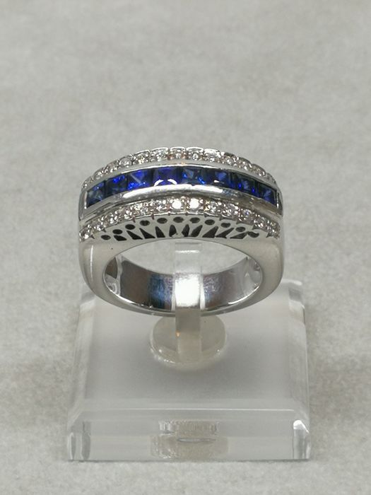 Ring in 18 kt white gold with sapphires and diamonds - size 17