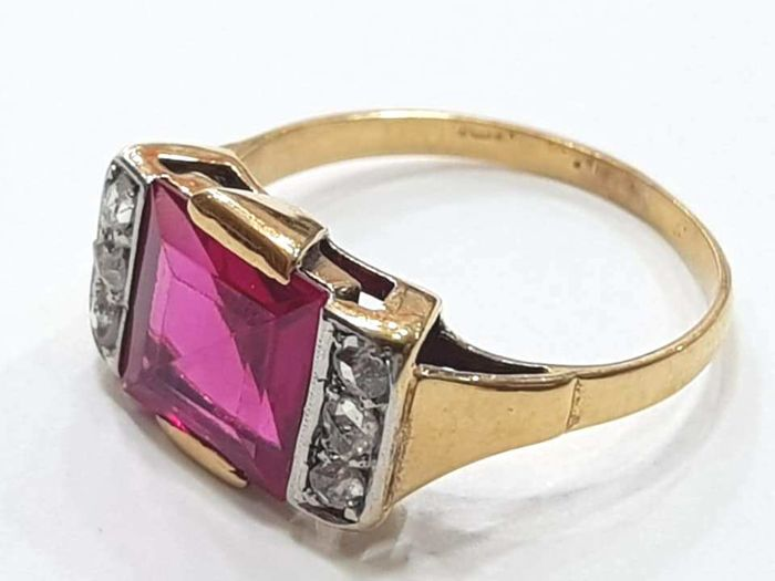 Ring in 18 kt Gold with Ruby and Diamonds *No Reserve Price*