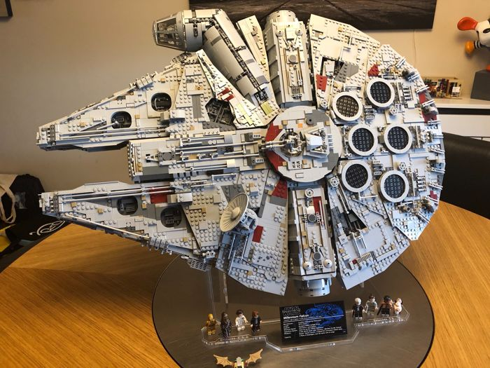 LEGO - Star Wars - 75192 - Space Ship Millennium Falcon UCS - Ultimate  Collector Series - Catawiki