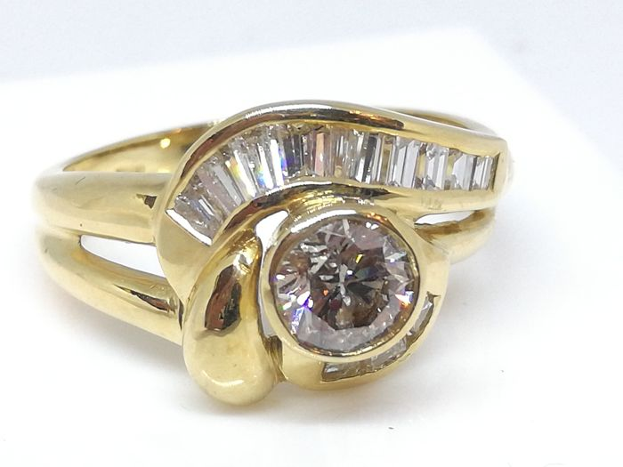 Fantasy ring in 750/1000 yellow gold -  central diamond 0.62 ct, fantasy surround 0.86 ct