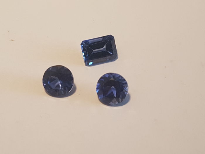 Sapphire - 4 ct  total  - 3 pieces