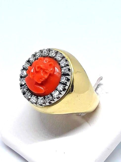 Ring in gold with coral embossed by hand and diamonds of 0.60 ct - ring diameter 16.5 mm, M//UK, 6.25/USA