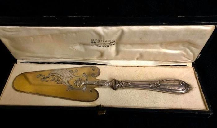 A , 19th Century , magnificent , cake shovel  -  (pelle à gâteau) by the famous goldsmith MESNARD - à Bordeaux , with fine silver grip  - France - 19th century (1800-1900)