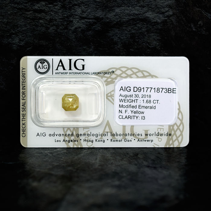 Natural Fancy Yellow Diamond - 1.68 ct, NO RESERVE PRICE