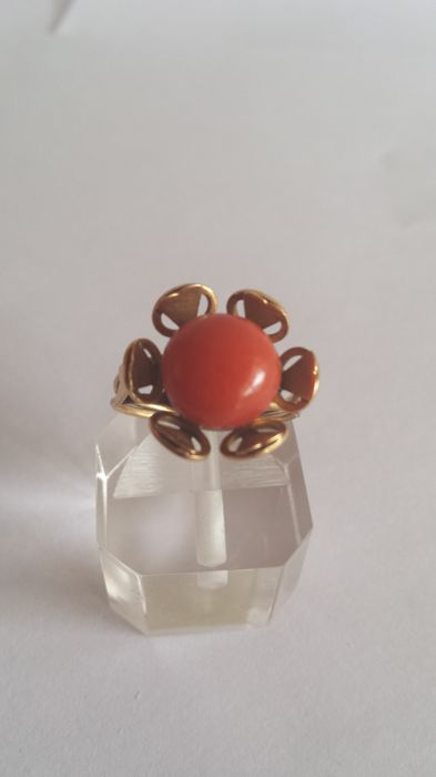 18 kt gold ring with Sicilian red coral no reserve price