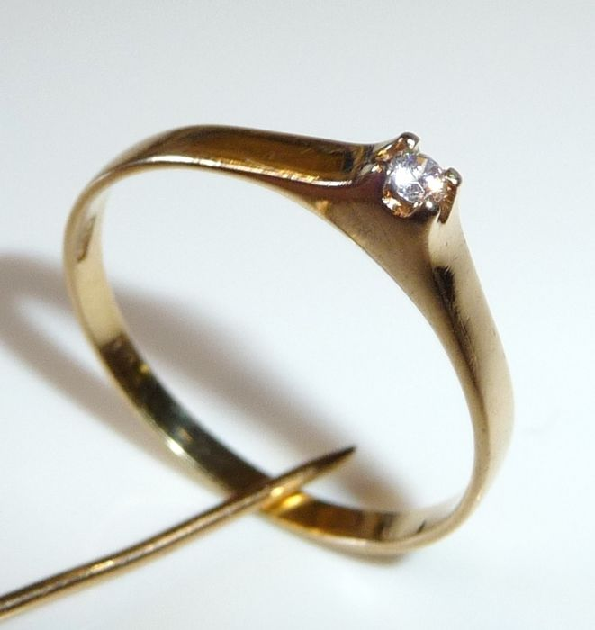 Ring made of 18 kt / 750 gold, 0.08 ct diamonds, ring size 60 / 19.1 mm, adjustable; no reserve
