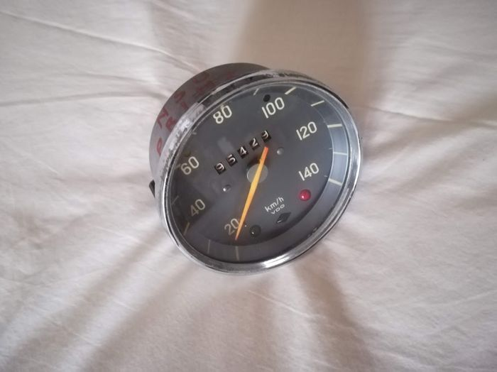40A IT WORKS WITH BATTERY VDO CLOCK NOT INCLUDED