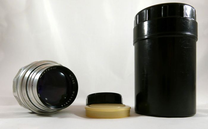 beautiful lens jupiter 11 for LEICA, ZORKI cameras M39 with box and 2 caps