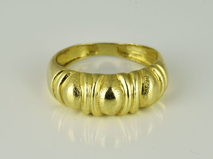 Yellow gold ring of 18 kt  Size: 55 (17.5 mm in diameter)