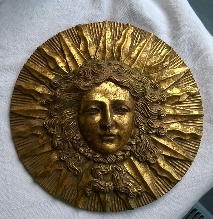 Gold-coloured gold plated sunny side plaque