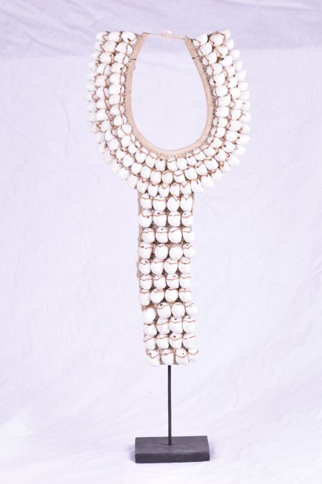 Decorative shell necklace on standard 71 cm in Papua-style - Indonesia
